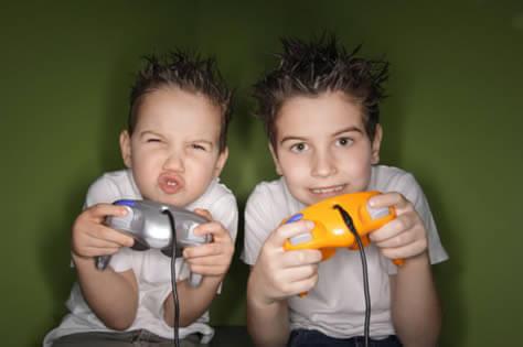 El uso de videojuegos frecuente no altera el grado de la miopía, ya que esta se debe a una alteración del tamaño del ojo.