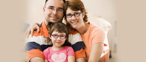 Si usted y su familia son usuarios de gafas intente usarlas siempre que tenga alguna actividad en frente a un monitor o TV.