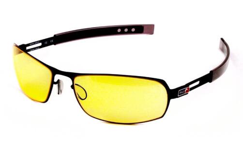 Las gafas con filtro amarillo o ámbar son ideales para el uso prolongado de monitores o TV.