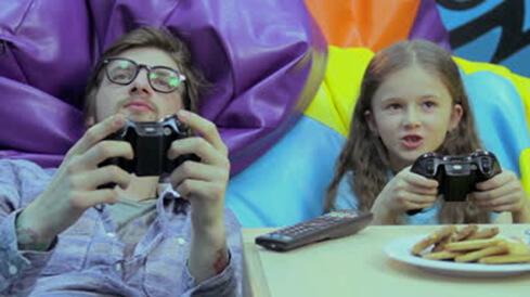 El uso de videojuegos no altera el grado de los anteojos ni deja a los niños ciegos, pero como todo debe ser usado con moderación
