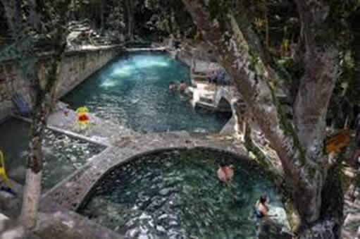 Los Balnearios generalmente no ocupan tratamiento con cloro por ser de aguas naturales.