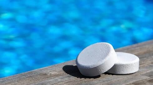 Todas las piscinas deben ser tratadas con cloro para evitar contaminación por varias bacterias.