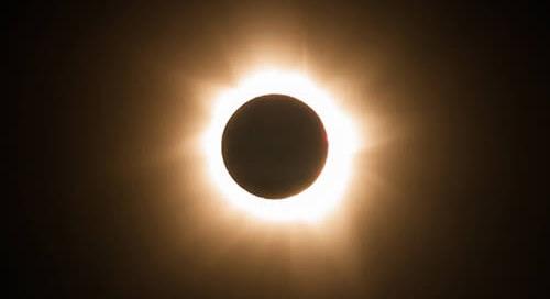 Mirar directamente a un eclipse solar sin protección adecuada puede causar daños permanentes en la visión.