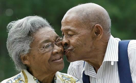 Pacientes latinos y afrodescendientes de la tercera edad son más propensos a padecer de glaucoma.