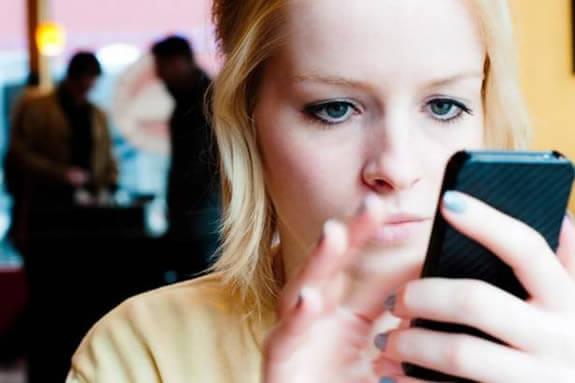 El uso del celular es muy frecuente en nuestra vida diaria.
