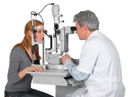 El diagnóstico de catarata lo hace el oftalmólogo a través de un examen con la lámpara de hendidura.