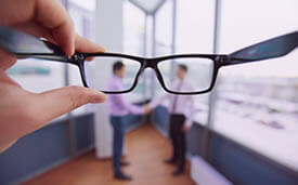 vision borrosa-oftalmologo doctor francisco dacarett honduras hospital santa lucia oftalmologia retina clinica y quirurgica