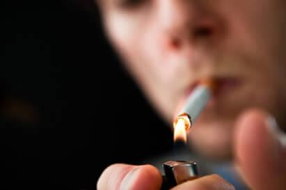 Pacientes que fuman y son hipertensos tienen un riesgo elevado de padecer de retinopatía hipertensvia