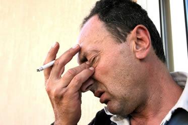 Personas que fuman tiene un chance más elevado de padecer de DMRE