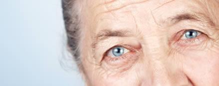 Personas de la tercera edad son más propensas a padecer de DMRE.