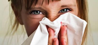 Pacientes con rinitis y sinusitis son más propensos a padecer de alergia en los ojos.