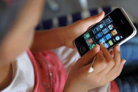 El uso del televisor, celular o tableta NO aumenta el grado de astigmatismo.