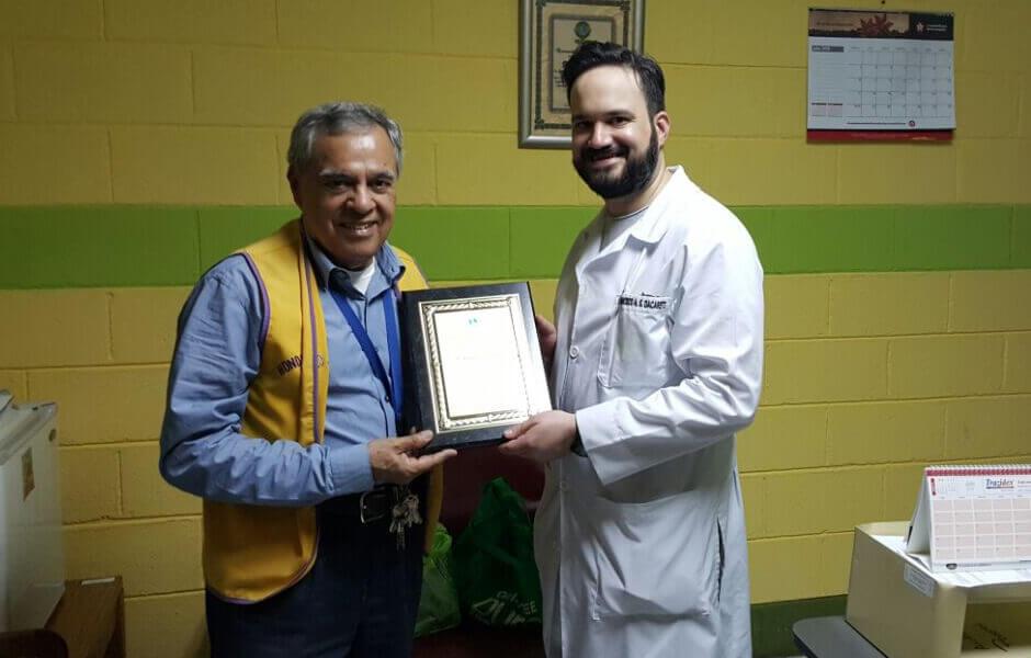 Dr Dacarett en el Club de Leones Tegucigalpa
