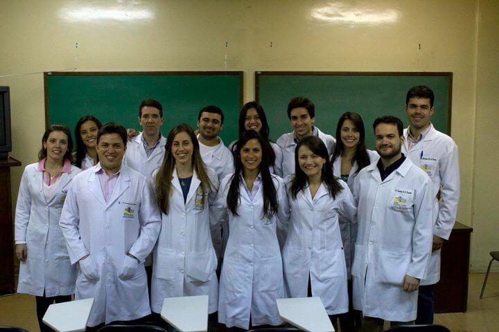 Formación Profesional del Dr. Dacarett - Oftalmologia General en la Clinica de Olhos de la Santa Casa de Belo Horizonte