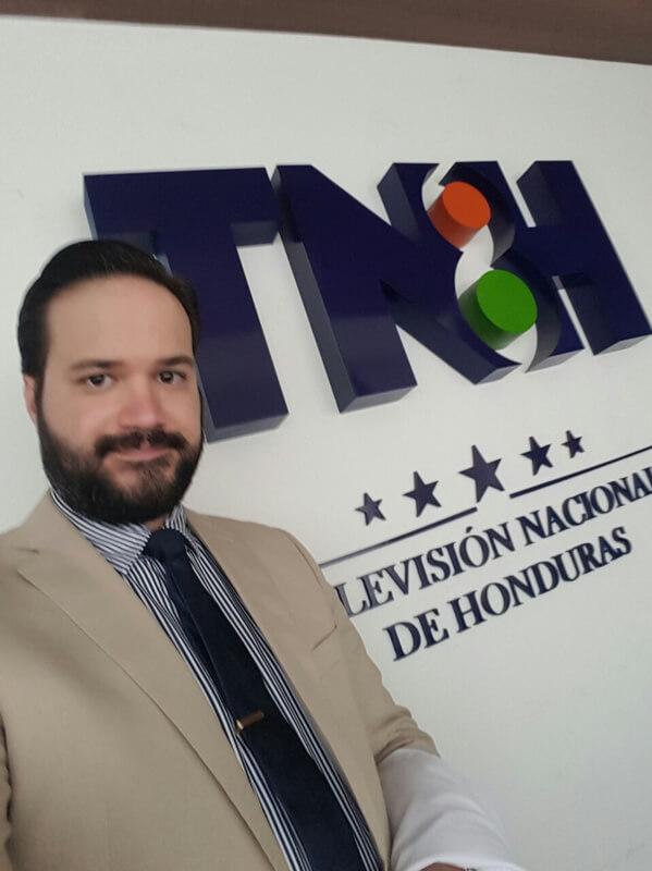 Presentación del Dr. Dacarett en Canal 8 TNH